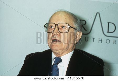 LONDON - JANUARY 9: Lord Chalfont, Chairman of the Radio Authority, speaks at a press conference on January 9, 1991 in London.  He was previously the journalist Alun Gwynne Jones.