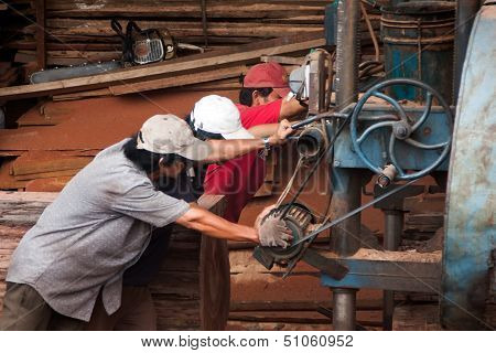 woodworker push cumbersome machine