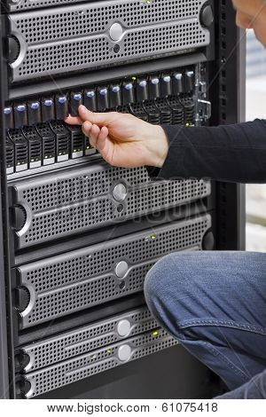 IT Engineer Working with SAN and Servers