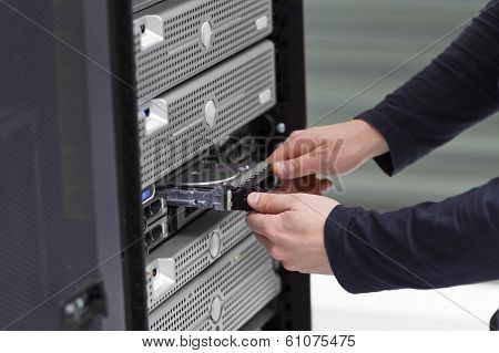 IT Consultant Replace a Harddrive in Server