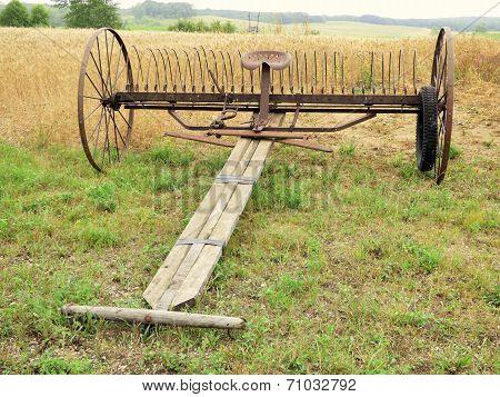 Horse drawn buck rake