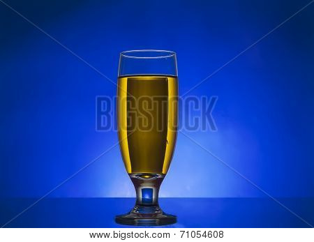 glass withe yellow  liquide