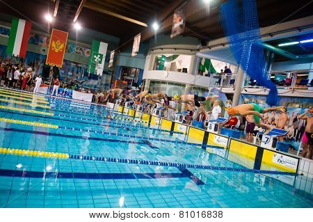 Milan - December  23: Start 4X100 Freestyle   In  Swimming Meeting Brema Cup On December  23, 2014 I