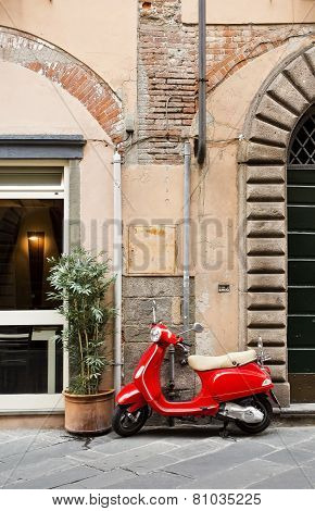 Lucca Red Scooter