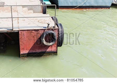 Pontoon With Tyres