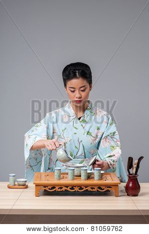 Asian beauty getting ready for tea ceremony