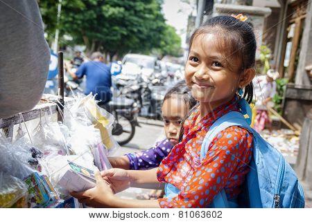 Schoolgifls Buying School Requisites In Ubud, Bali