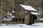 pic of water-mill  - Bromley Lowes mill in Pennsylvania during the winter in the snow - JPG