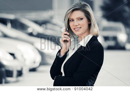 Young business woman calling on cell phone outdoor
