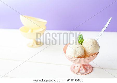 Balls of ice cream in bowl