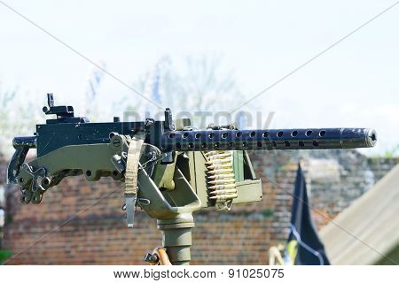 Mounted machine gun