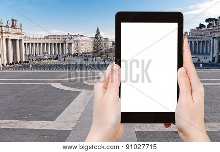 Tourist Photographs Of St.peter Square In Vatican