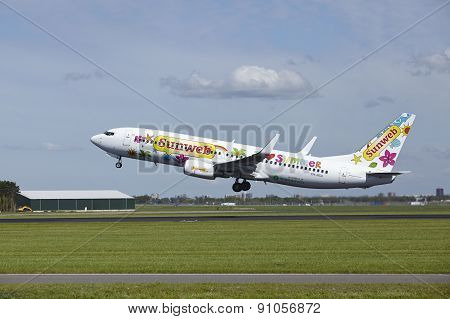 Amsterdam Airport Schiphol - Boeing 737-8K2 Of Transavia Takes Off
