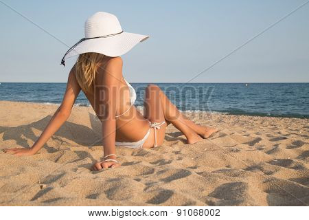 Beautiful Girl Lying On The Beach .