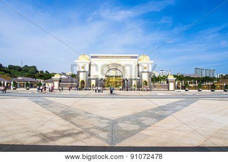 Kuala Lampur, Malaysia- Feb10, 2015: Tourist Travel At Sultan's Palace