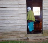 picture of slave-house  - re - JPG