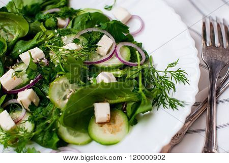 Spinach Salad With Feta Cheese And Cucumber