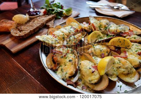 Cheese, Bacon and Garlic New Zealand Mussels