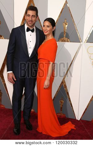 LOS ANGELES - FEB 28:  Aaron Rogers, Olivia Munn at the 88th Annual Academy Awards - Arrivals at the Dolby Theater on February 28, 2016 in Los Angeles, CA