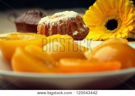 Muffin, peaches on the dish and gerber