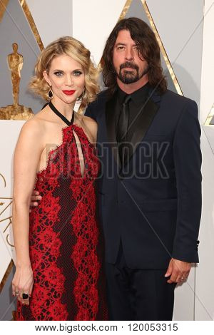 LOS ANGELES - FEB 28:  Jordyn Blum, Dave Grohl at the 88th Annual Academy Awards - Arrivals at the Dolby Theater on February 28, 2016 in Los Angeles, CA