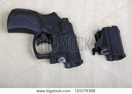 Tubeless Doubly Charged Traumatic Pistol And Holder