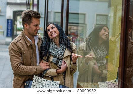 couple in shopping