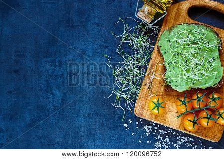 Fresh Vegetarian Sandwich