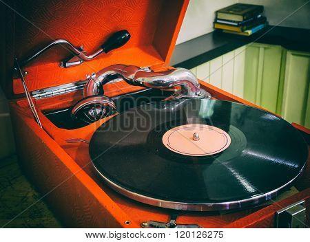 Old Gramophone, Retro