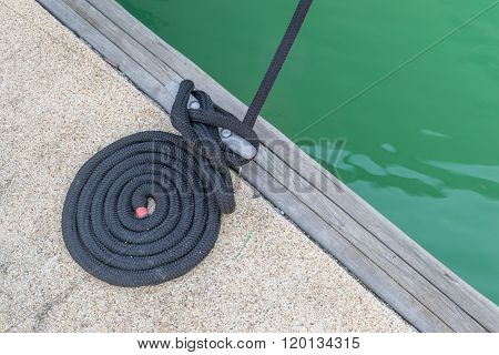 Black dock line / Mooring at a pier