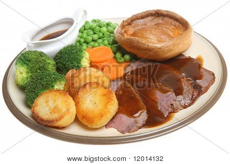 Roast Beef Dinner mit Yorkshire-Pudding.