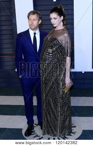 LOS ANGELES - FEB 28:  Adam Shulman, Anne Hataway at the 2016 Vanity Fair Oscar Party at the Wallis Annenberg Center for the Performing Arts on February 28, 2016 in Beverly Hills, CA