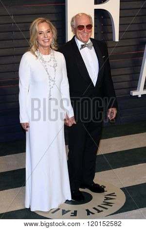 LOS ANGELES - FEB 28:  Jane Siagsvol, Jimmy Buffett at the 2016 Vanity Fair Oscar Party at the Wallis Annenberg Center for the Performing Arts on February 28, 2016 in Beverly Hills, CA