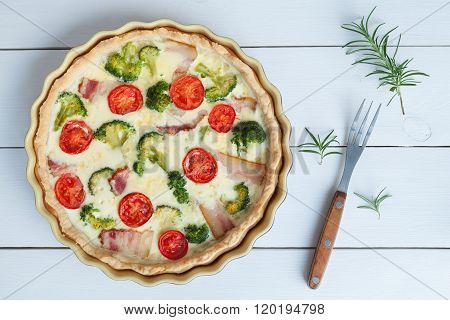 Classic quiche lorraine pie with broccoli, cheese and tomatoes