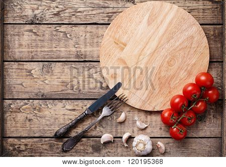 Pizza cutting board template with empty space for design text