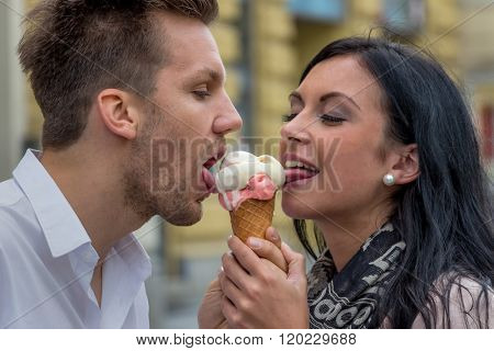 eat couple making ice