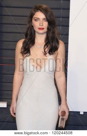 BEVERLY HILLS - FEB 28: Eve Hewson at the 2016 Vanity Fair Oscar Party on February 28, 2016 in Beverly Hills, California