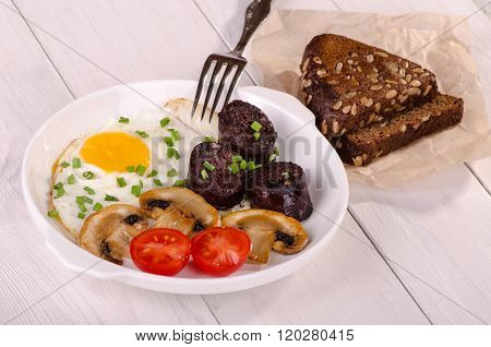 Breakfast - Fried Egg With Mushrooms