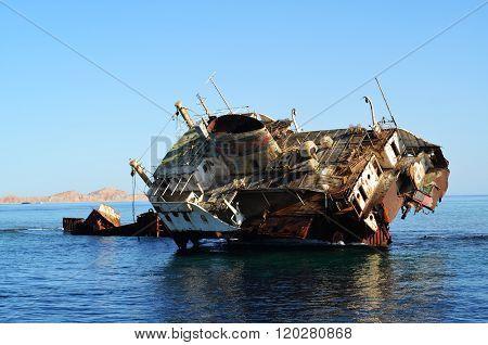shipwreck in red sea egypt