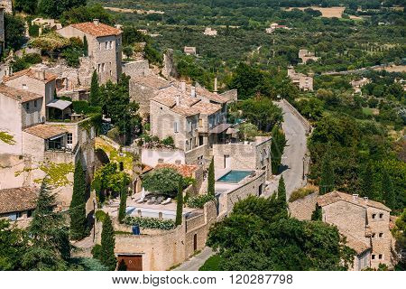 Picturesque hill top village of Gordes in Provence, France