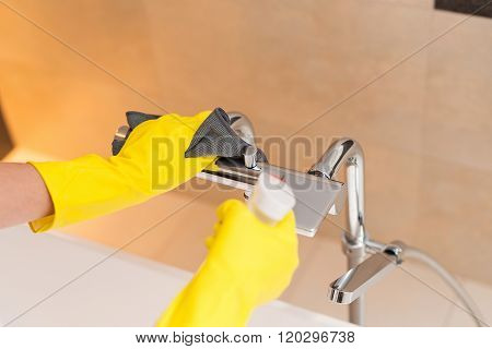 Cleaning Bath Faucet