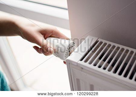 Hand Adjusting Thermostat Valve