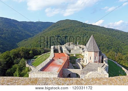 Medvedgrad, Castle
