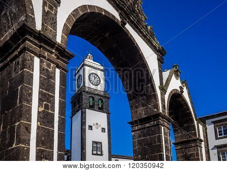 Famous arched monument Portas de Cidade and the tower of theIgreja Matriz de Sao Sebastiao church in Ponta Delgada, Sao Miguel, Azores, Portugal.