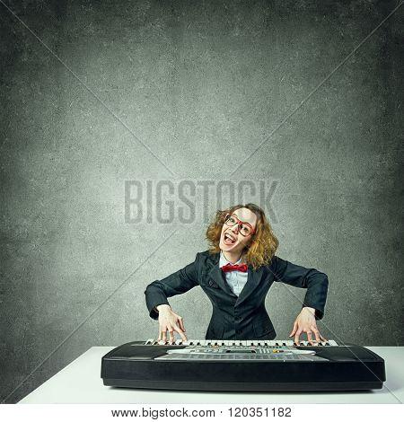 Mad woman play piano