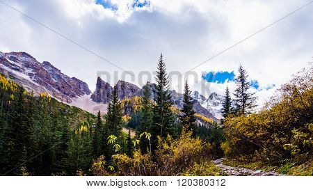 Mount Aberdeen and Fairview Mountain from the Hiking Trail to the Plain of Six Glaciers