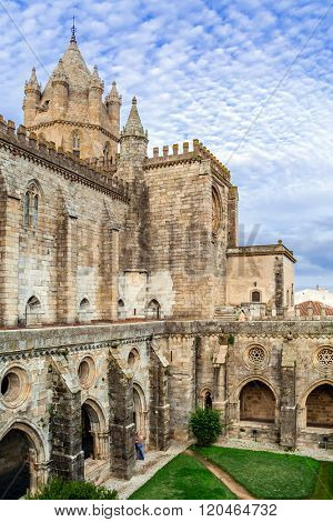 Cloister of the Evora Cathedral, the largest cathedral in Portugal. Romanesque and Gothic architecture. UNESCO World Heritage Site.