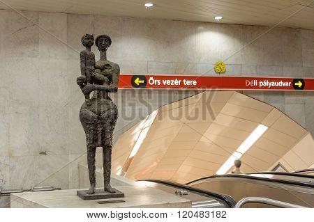 Mother And Child Sculpture Kossuth Metro