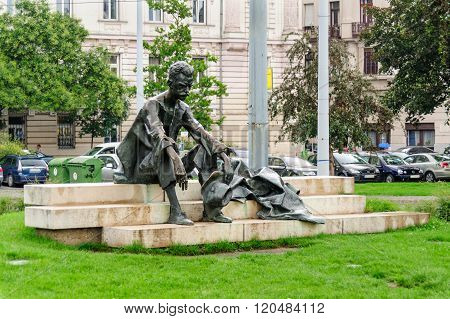 Attila Jozsef Statue Kossuth Square