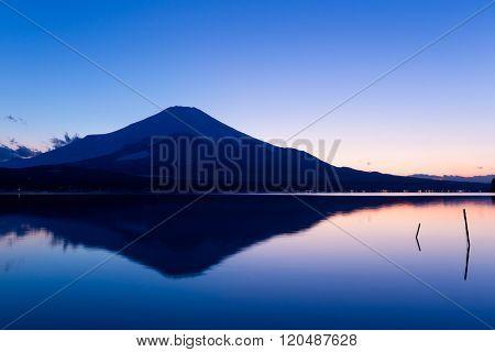 Lake Yamanaka with Fujisan at sunset